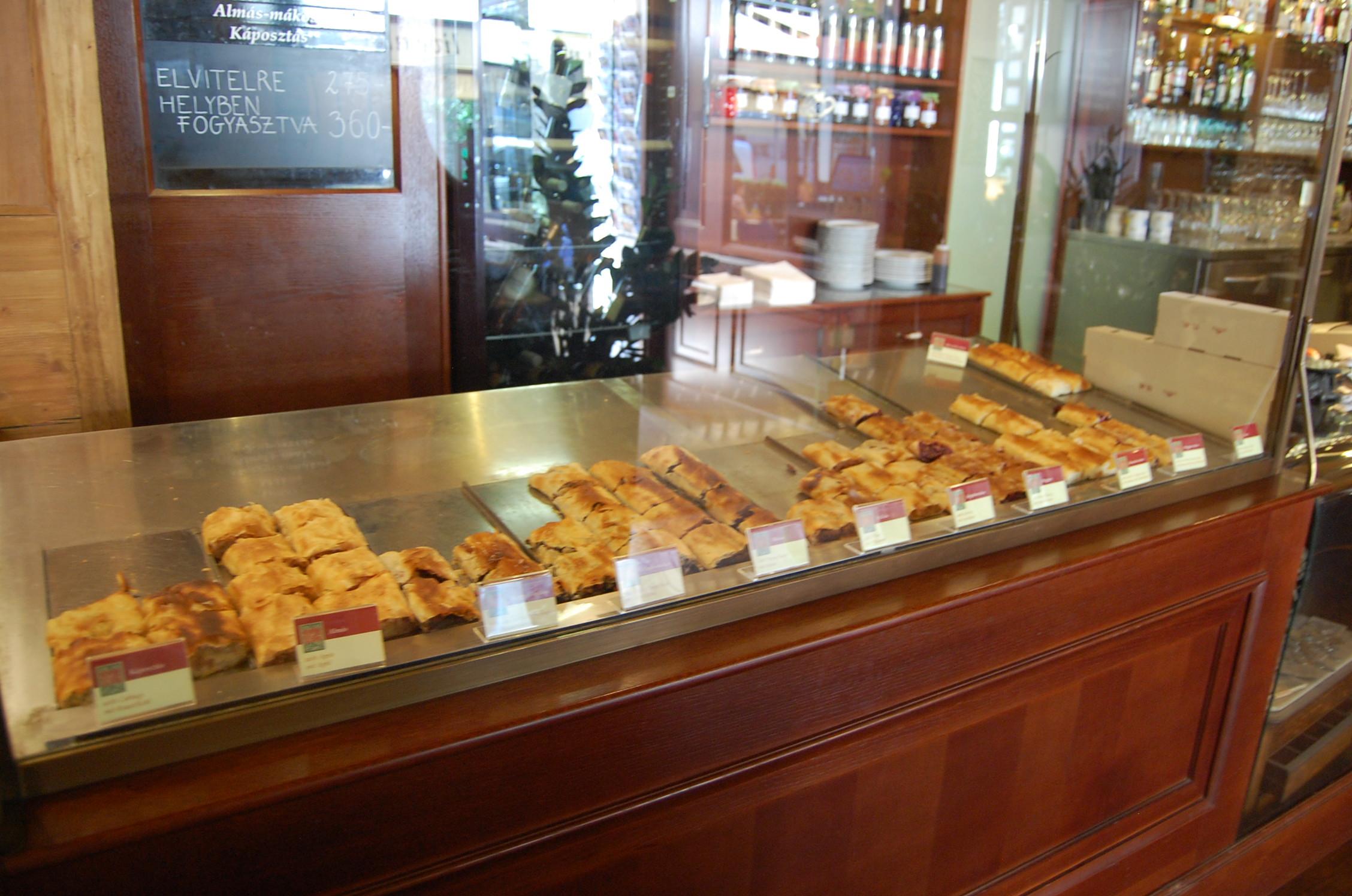 Hungary budapest where to eat the jetsetting fashionista for Food bar lehel