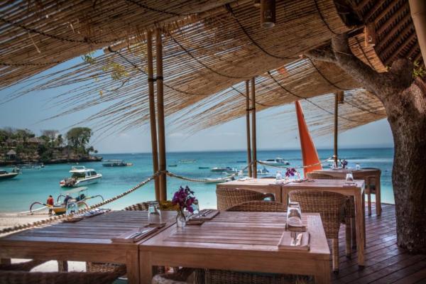 Bali: Where To Eat on Nusa Lembongan Hai Bar
