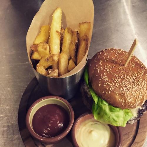 Cafe Du Nord Burger