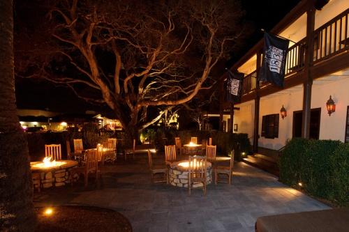 Restaurant 1833.Exterior Tree